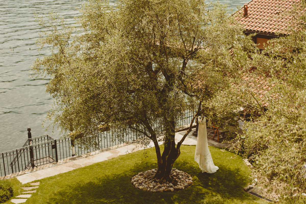 lake como wedding dress