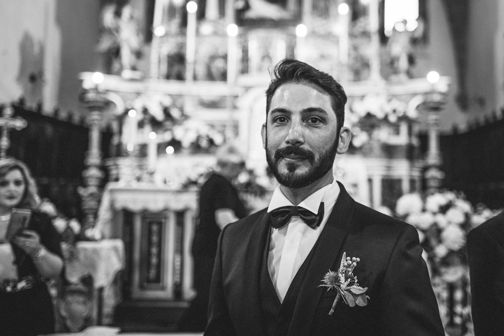 groom waiting inside the church in italy
