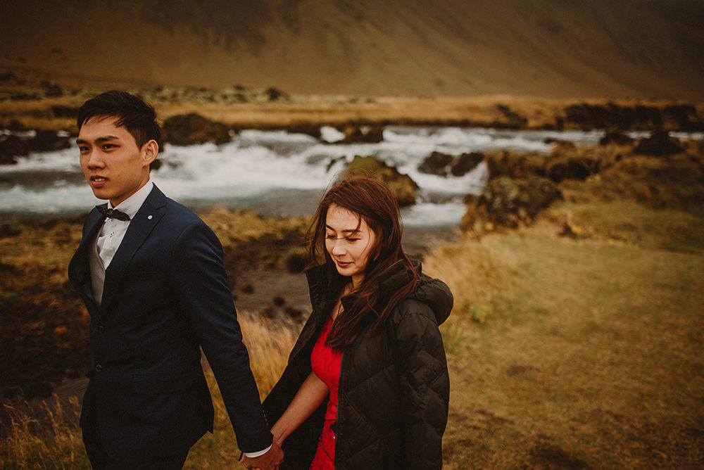 engagement session in Iceland