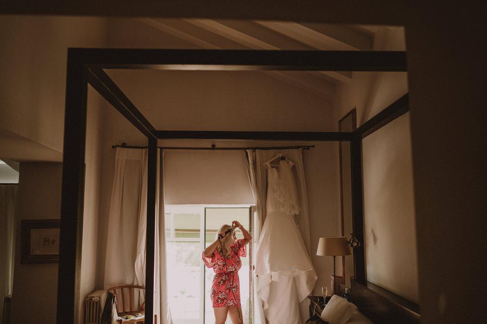bride getting ready at malcontenta hotel
