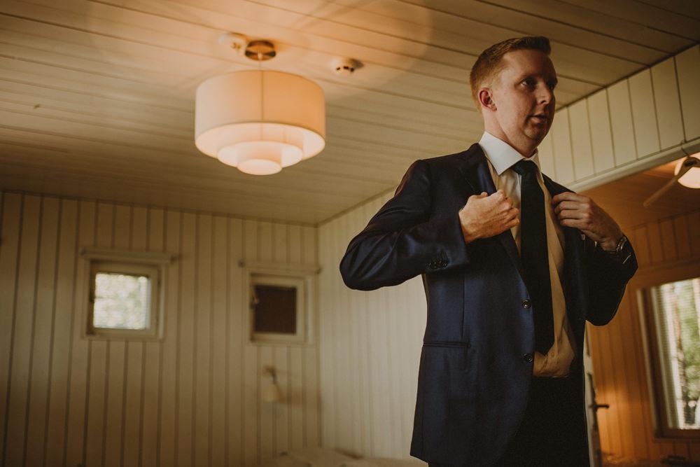 groom preparations at the wedding in Mikkeli